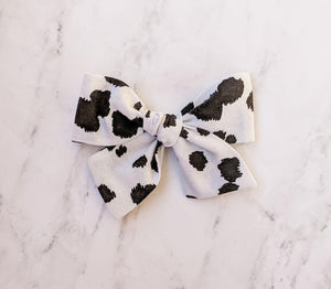 Cow sailor bow