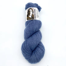 Laden Sie das Bild in den Galerie-Viewer, Hatshepsut Fr. 02– handgefärbte Wolle am Michel l 100% Fine Merino Superwash l 100 gr = 162 m