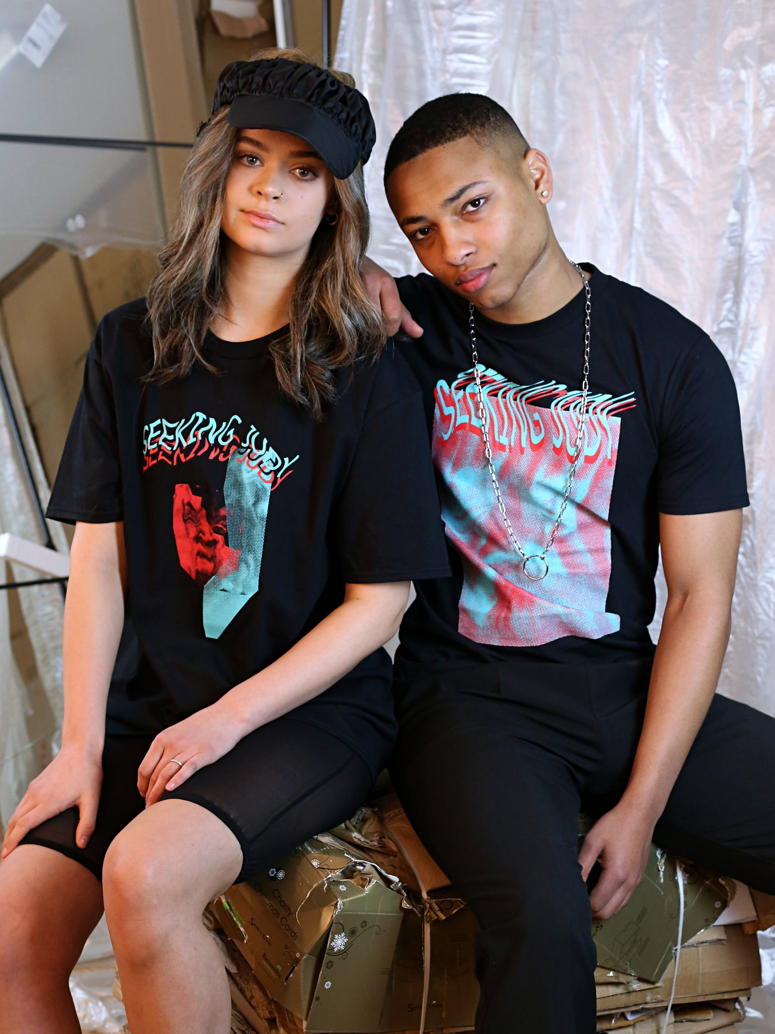 red distorted face tee