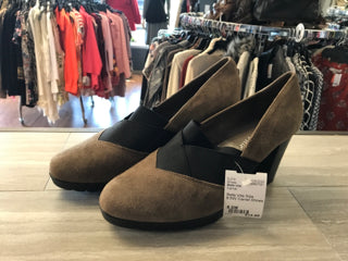 Bella Vita Size 8.5W Camel Shoes