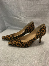 Load image into Gallery viewer, Karen Scott Size 10 Animal Print Shoes
