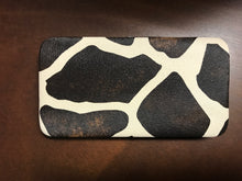 Load image into Gallery viewer, Giraffe print click Wallet