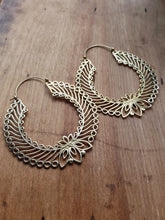 Load image into Gallery viewer, Laurel Wreath Statement Earrings - Brass