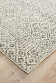 Aska Diamond Transitional Runner Rug in Grey