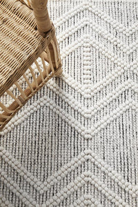 Freya Flatwoven Diamond Patterned Rug in Ivory and Black