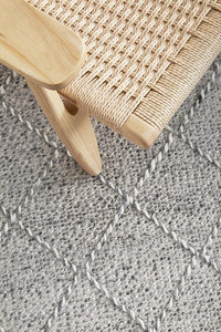 Norah Flat Woven Trellis Rug in Grey & Ivory