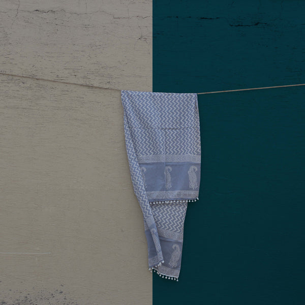 Our sustainable Ultra Violet Mul stole shot against a beautiful blue sky.