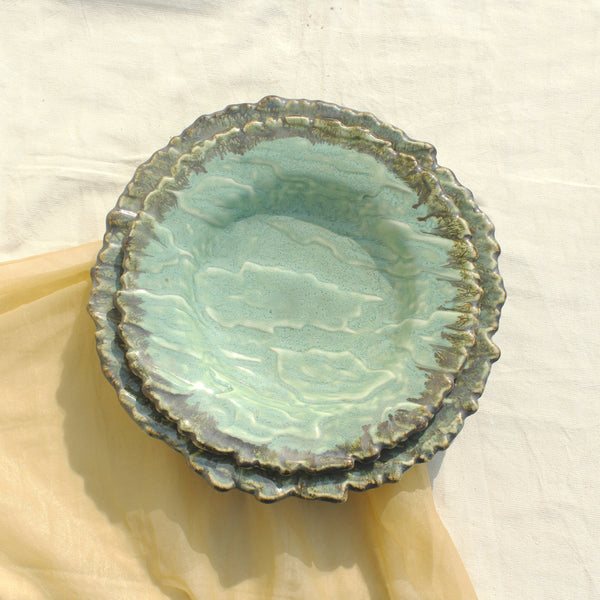 Premium quality green plates for dining purposes