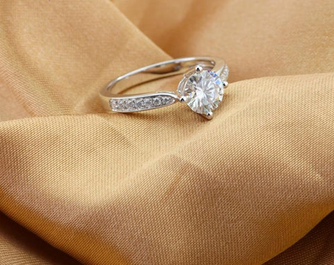 1 CT Moissanite 18K Gold Engagement Ring