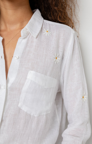 Charli Shirt in White Daisy Embroidery