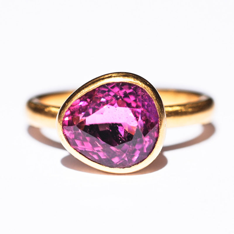 marie-helene-de-taillac-bague-princesse-tourmaline-rose-cyclamen-or