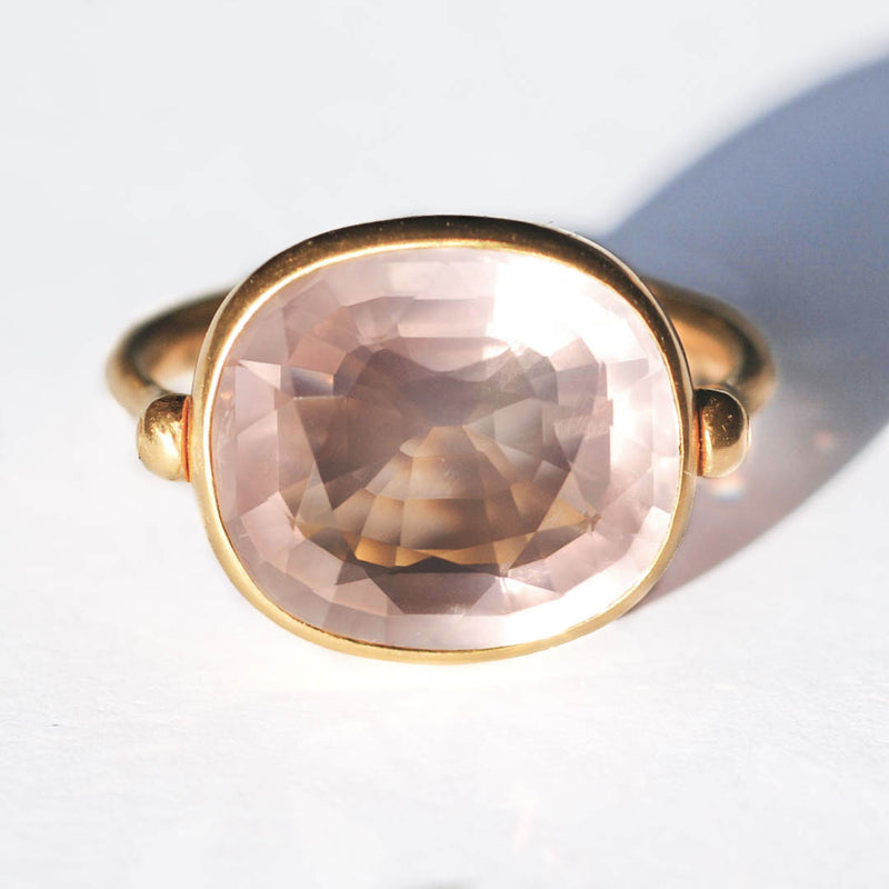 marie-helene-de-taillac-bague-swivel-quartz-rose-rectangulaire-or