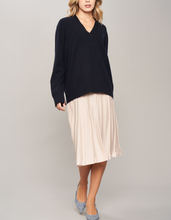Load image into Gallery viewer, Cashmere V neck sweater
