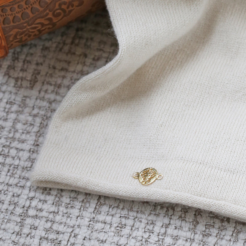 Fitted Arm Sleeves Cashmere & Silk In Ivory with Yogamere Charm