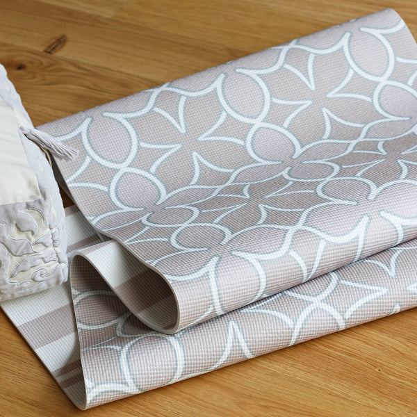 Yogamere Quatrefoil Double-Sided Yoga Mat in Blush Smoke