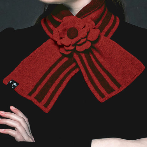Lambswool Knit Neck Wrap: Red & Black