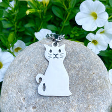 Load image into Gallery viewer, Sitting Cat Necklace