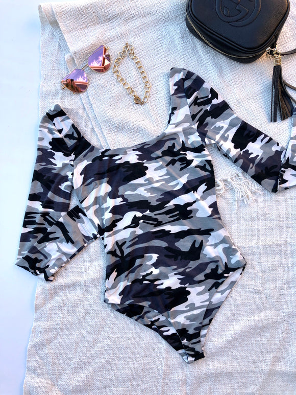 CAMO LONG SLEEVE BODYSUIT - Grey Multi Print
