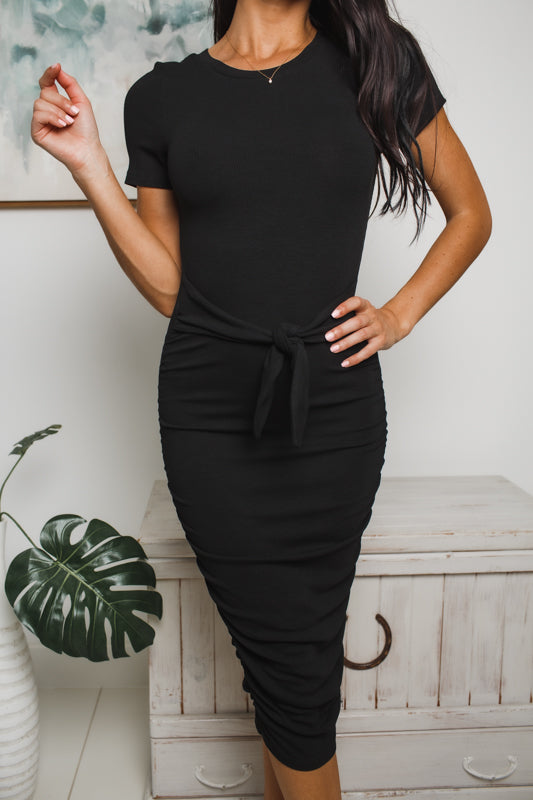 LYLA SHORT SLEEVE MIDI DRESS - Black