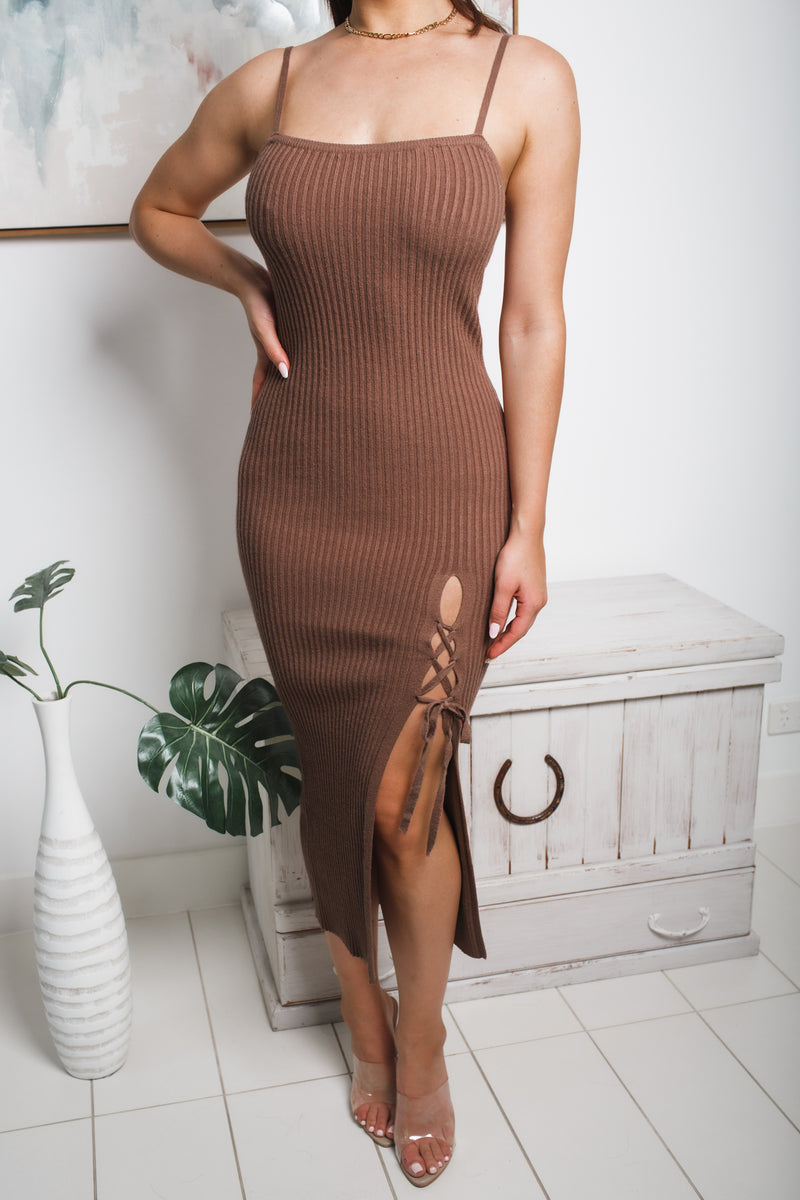 ALEXI FRONT SPLIT KNIT MIDI DRESS - Brown