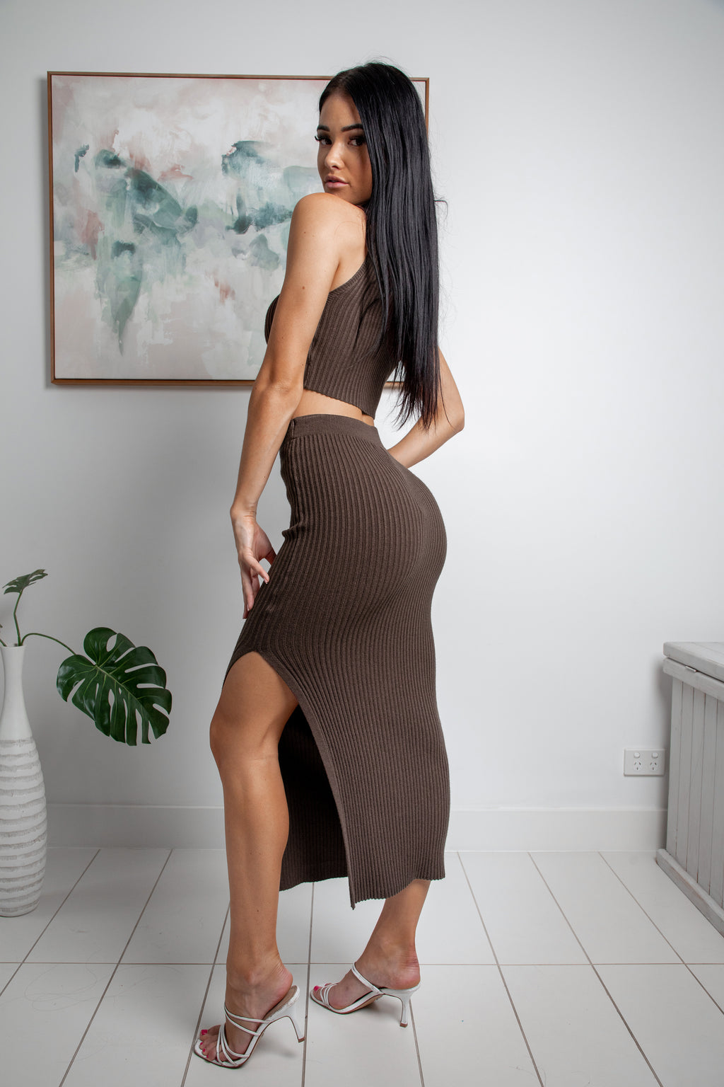 OPHELIA SLEEVELESS KNIT CROP TOP - Chocolate