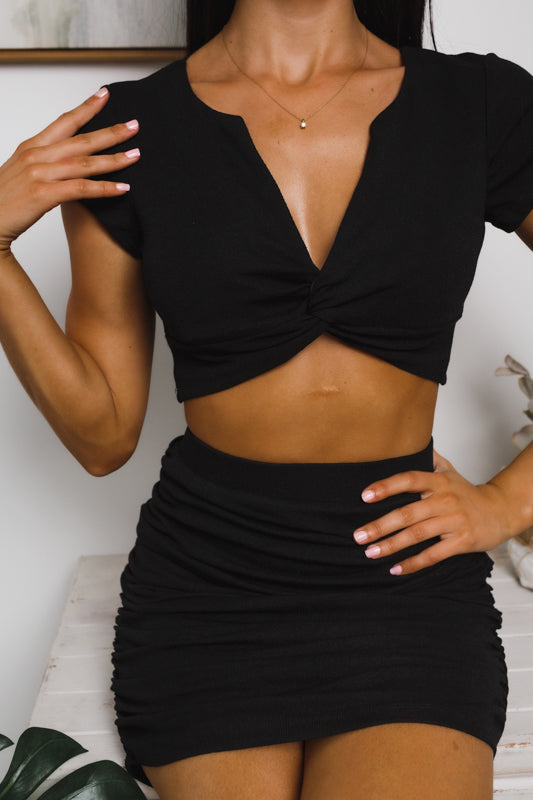 TRINITY TWISTED FRONT CROP TOP - Black