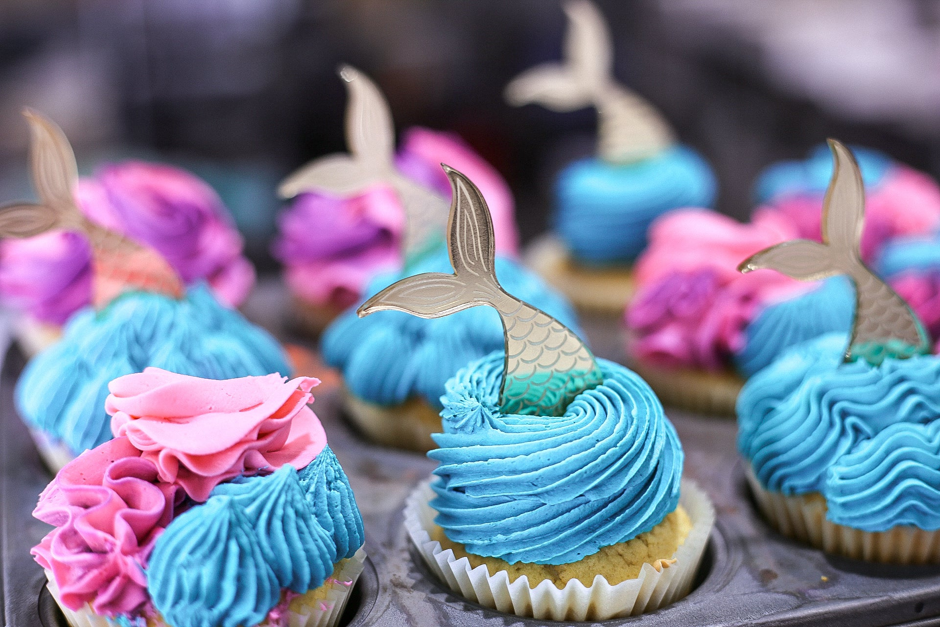Mermaid Cupcakes with toppers (3 day minimum required)