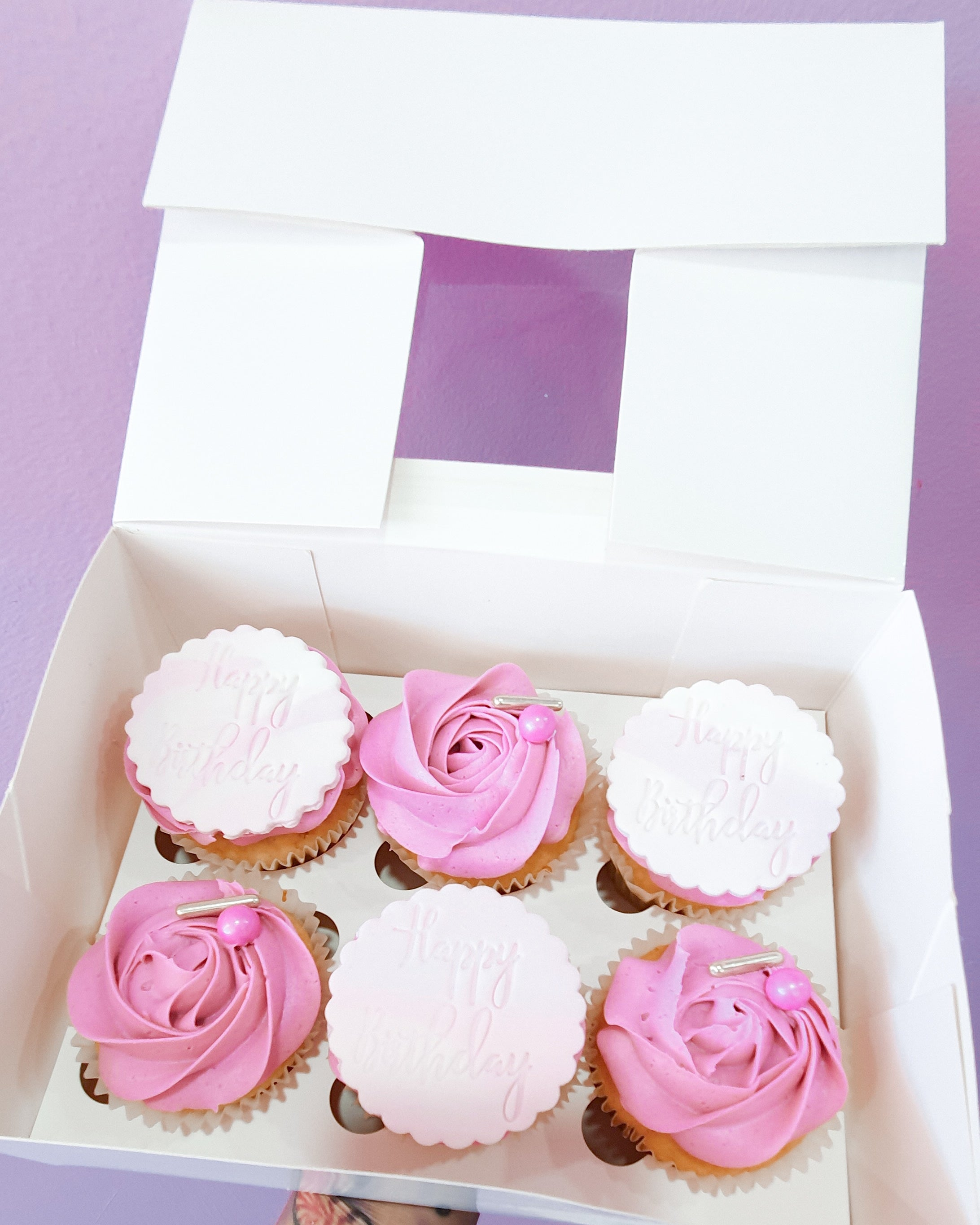 Custom Cupcake with Message Plaque (1 days notice required)