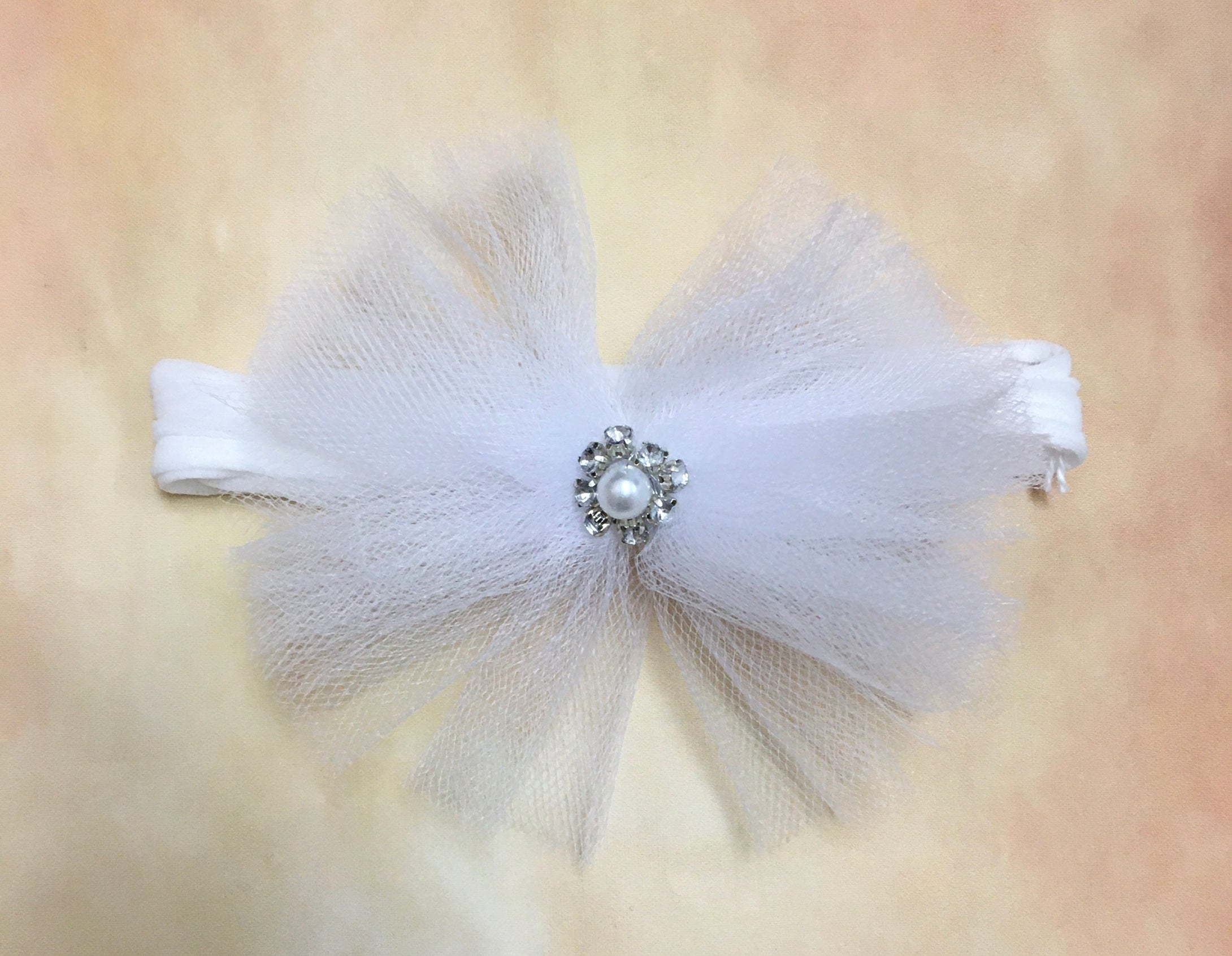 BW1 Tulle headband with rhinestone pearl center on stocking stretch band