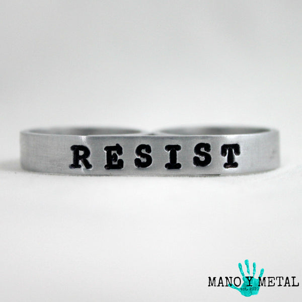 RESIST {bar double-finger ring}