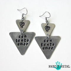 con tanto amor::: {triangle dangle earrings}