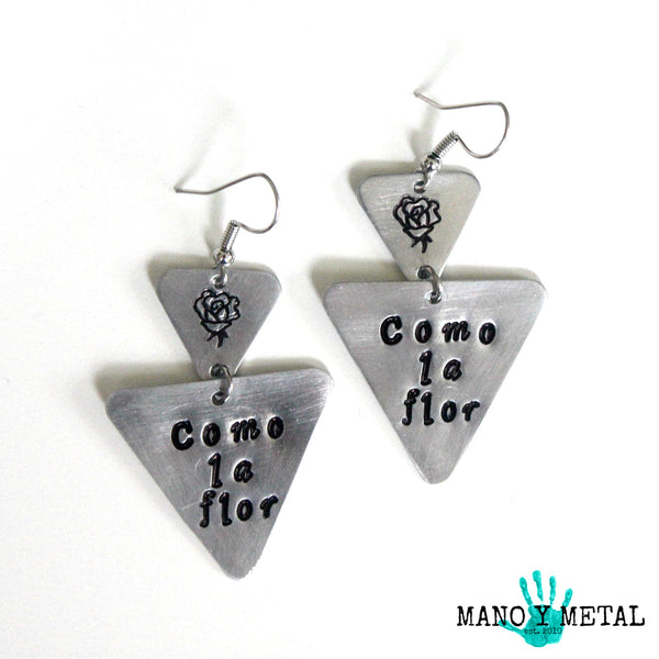 Como la flor::: {triangle dangle earrings}