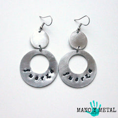 fuerza::: {circle dangle earrings)