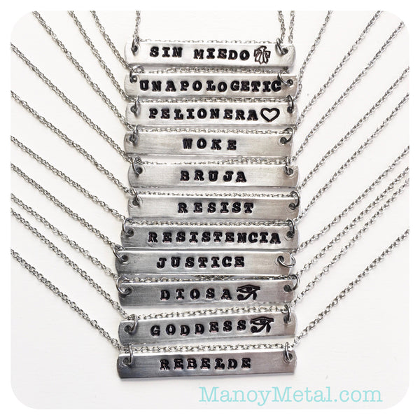 ESCRITORA {bar necklace}