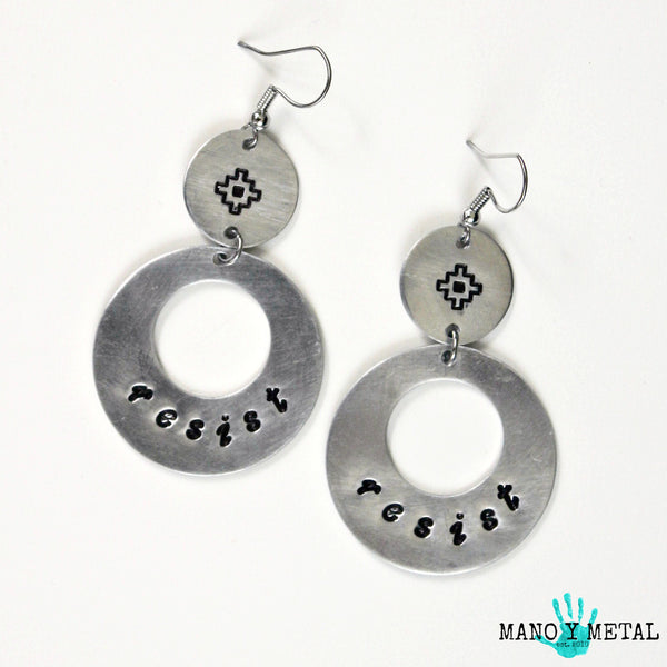 resist::: {circle dangle earrings)