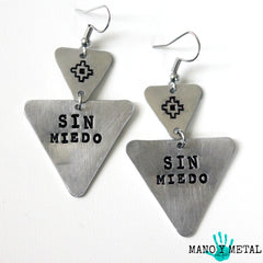 sin miedo::: {triangle dangle earrings}