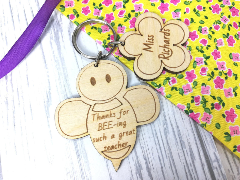 Personalised Wooden Bee flower Teacher Keyring Gift  Key ring Any name Message