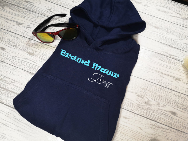 Personalised Kids Welsh navy hoodie with Brawd mawr name detail