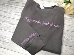 Custom WELSH Unisex steel grey jumper Byddi di'n wych detail