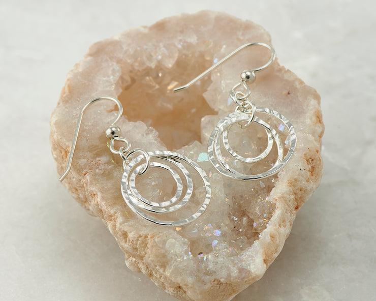 hammered hoop silver polished earring in quartz