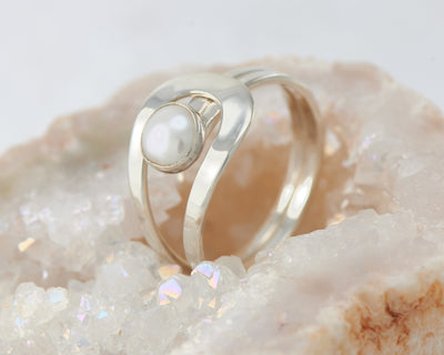 pearl silver wrap ring in quartz