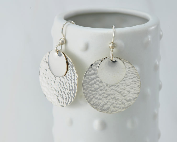 Silver polished hammered discs earrings on dotted vase