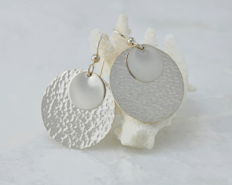 Silver hammered discs earrings on coral