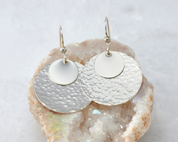 hammered discs silver polished earring in quartz