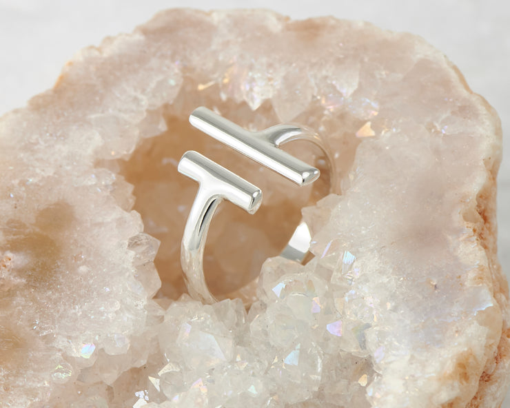 silver parallel bars ring in quartz