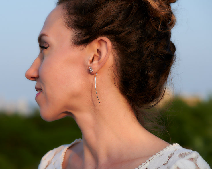 woman wearing silver threader earrings