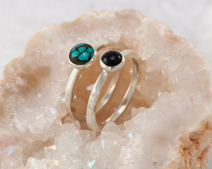 central turquoise and black onyx ring in quartz