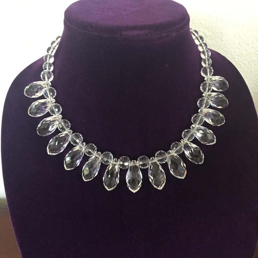 Single Strand Faceted Teardrops and Round Clear Crystals Necklace