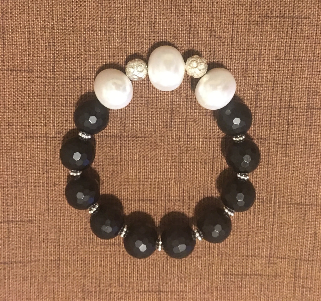 Mother of Pearl Stretch Bracelet with Facet Black Onyx and Silver Accents