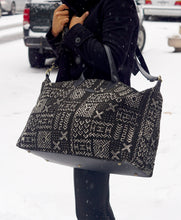 Load image into Gallery viewer, Niamey Weekender Bag  Black Square (Large)